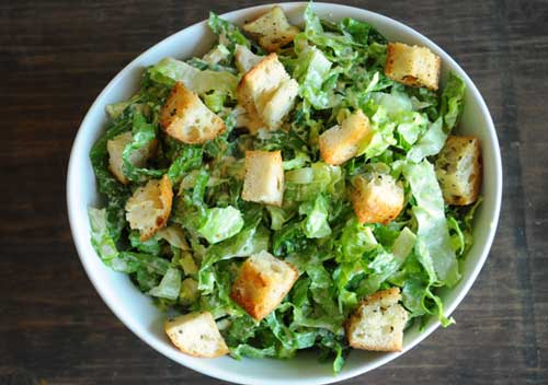 vegan-caesar-salad-with-italian-bread
